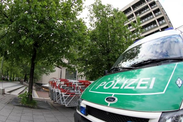 Absperrgitter und Polizei vor dem Strafjustizzentrum München, über dts Nachrichtenagentur