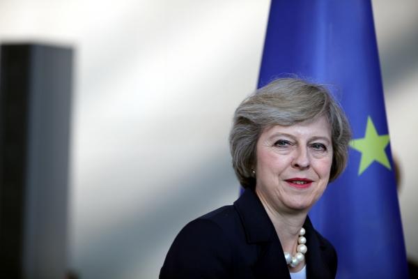 Theresa May vor EU-Fahne, über dts Nachrichtenagentur