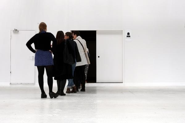 Frauen vor einer Toilette, über dts Nachrichtenagentur