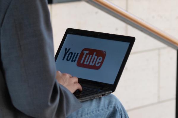 Youtube-Nutzer am Computer, über dts Nachrichtenagentur