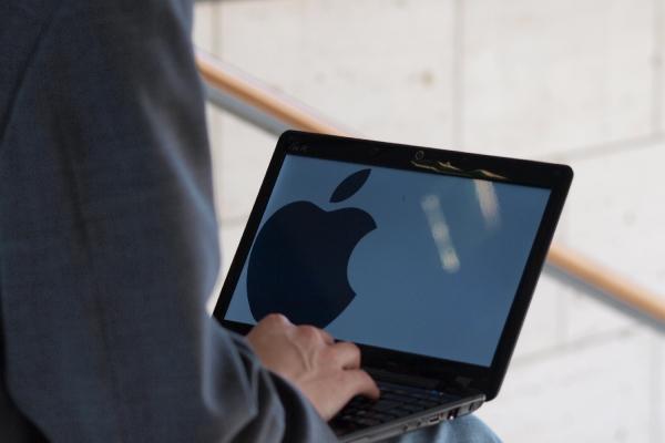 Apple-Logo auf einem Computer, über dts Nachrichtenagentur
