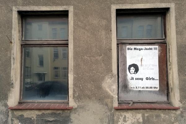 Plakate an leerstehendem Haus in Köthen (Anhalt), über dts Nachrichtenagentur