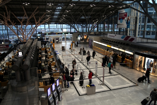Abfertigungshalle Flughafen Stuttgart, über dts Nachrichtenagentur