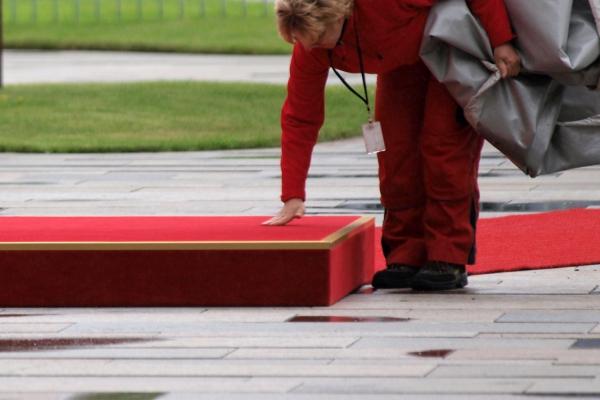 Mitarbeiterin des Bundeskanzleramtes vor einem Staatsempfang, über dts Nachrichtenagentur