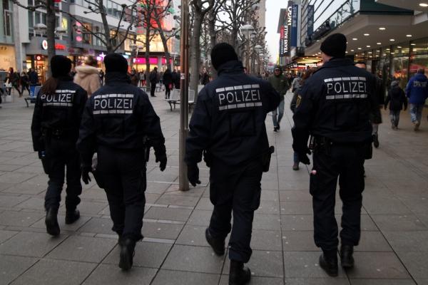 Polizei in einer Fußgängerzone, über dts Nachrichtenagentur