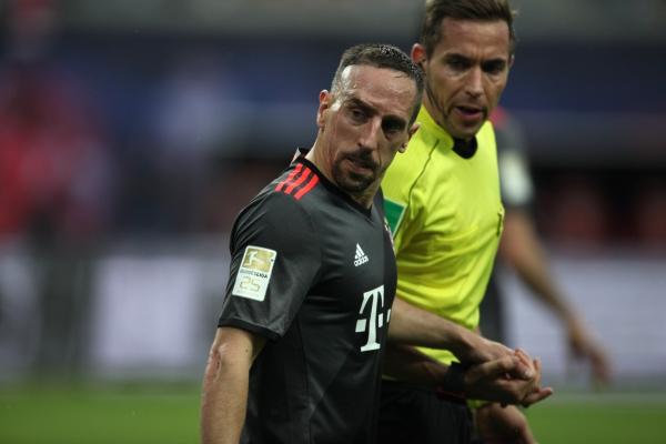 Franck Ribéry (FC Bayern) und Tobias Stieler, über dts Nachrichtenagentur