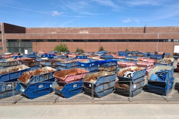 Container für Schrott und Abfall, über dts Nachrichtenagentur