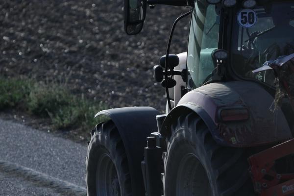 Bauer auf Traktor, über dts Nachrichtenagentur
