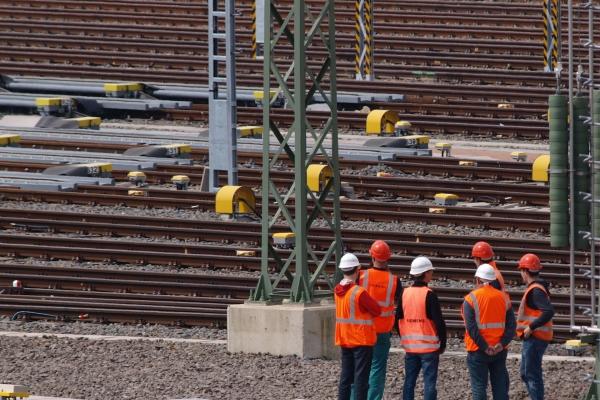 Arbeiter Gleisanlage, über dts Nachrichtenagentur