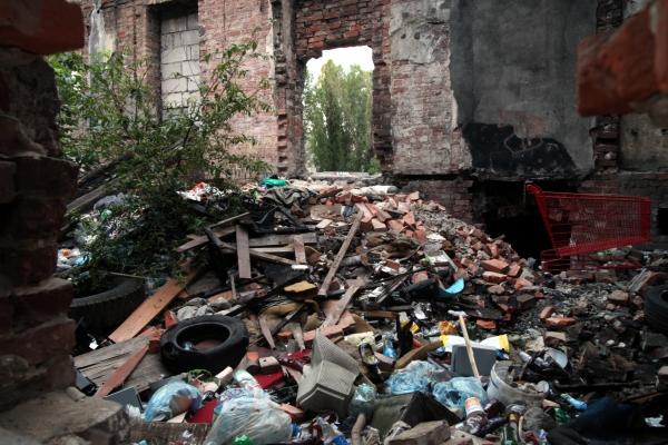 Müll in einer Ruine, über dts Nachrichtenagentur
