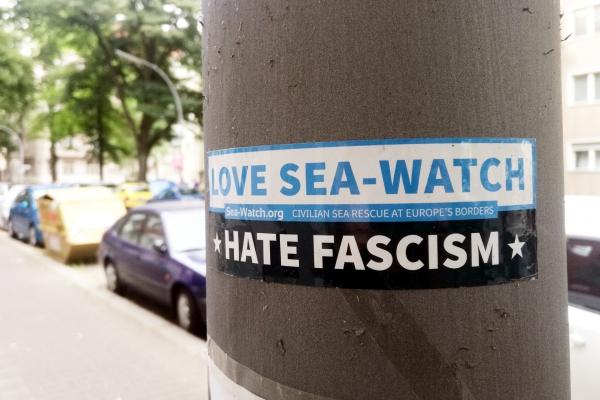 Aufkleber für Sea Watch, über dts Nachrichtenagentur