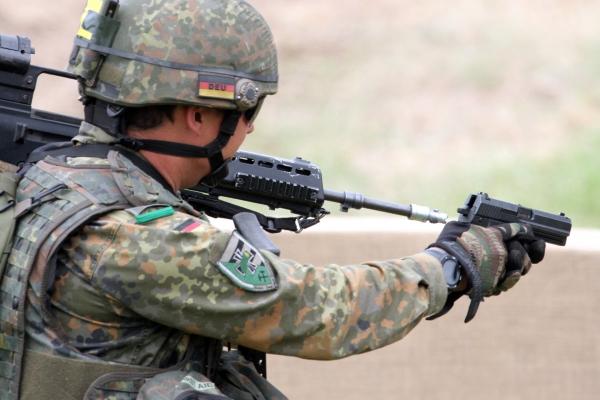 Bundeswehr-Soldat mit Pistole, über dts Nachrichtenagentur