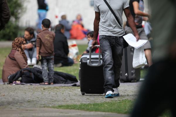 Foto: Flüchtlinge an einer Aufnahmestelle, über dts Nachrichtenagentur