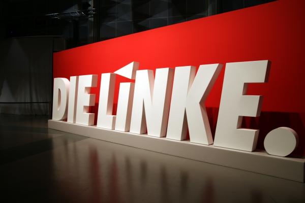 Foto: Linkspartei-Logo auf Parteitag, über dts Nachrichtenagentur