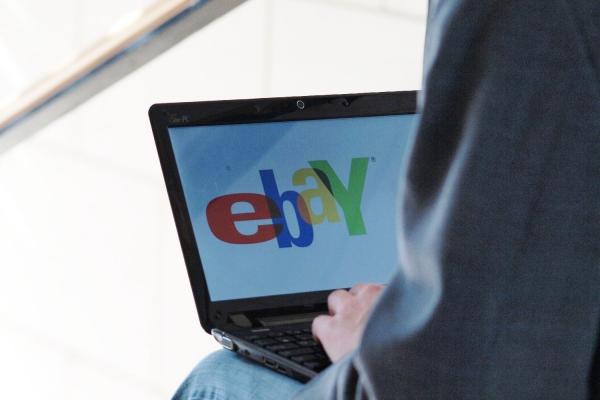 Foto: eBay-Nutzer am Computer, über dts Nachrichtenagentur