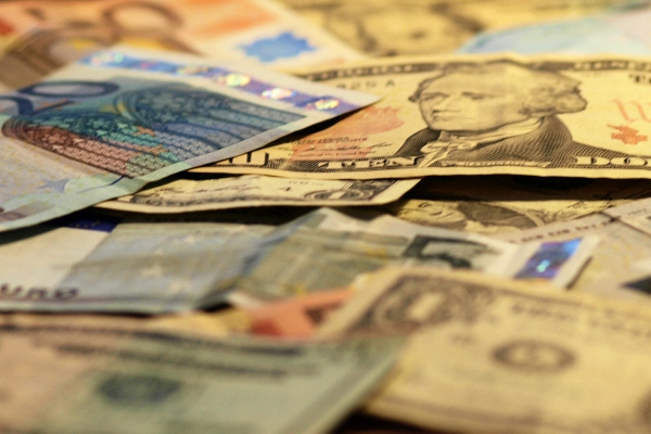 Euro- und Dollarscheine, über dts Nachrichtenagentur