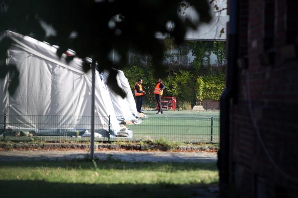 """Foto: Helfer in einer """"Zeltstadt"""", über dts Nachrichtenagentur"""