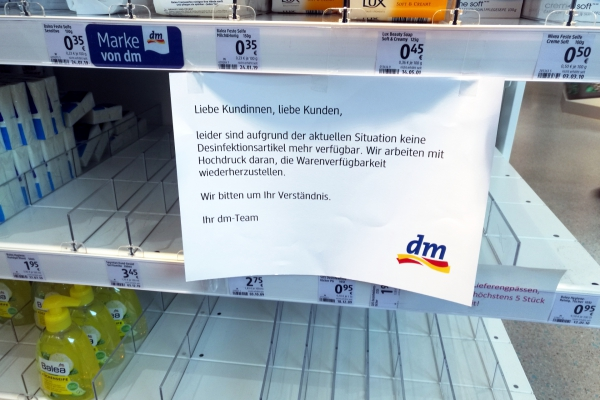 Fehlende Desinfektionsmittel in einer Drogerie, über dts Nachrichtenagentur
