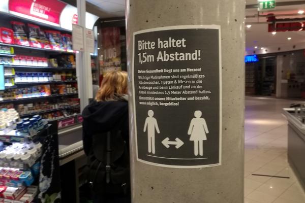 Foto: Abstandregel im Supermarkt, über dts Nachrichtenagentur