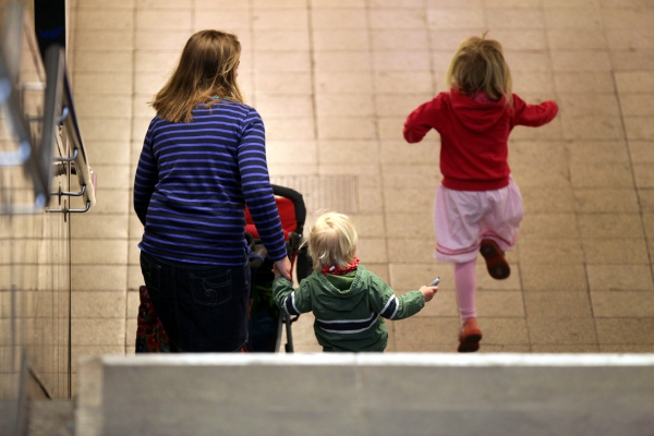 Foto: Mutter mit zwei Kindern, über dts Nachrichtenagentur