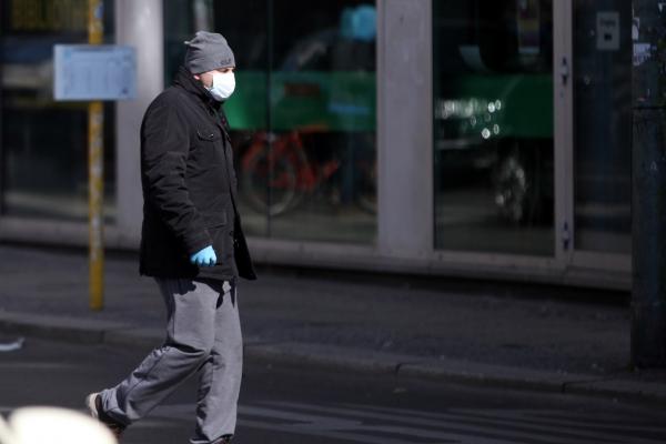 Foto: Mann mit Atemschutzmaske, über dts Nachrichtenagentur