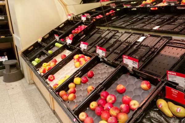 Foto: Fast ausverkauftes Obst im Supermarkt, über dts Nachrichtenagentur