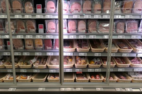 Foto: Fleisch und Wurst im Supermarkt, über dts Nachrichtenagentur
