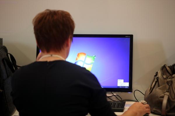 Foto: Computer-Nutzerin, über dts Nachrichtenagentur