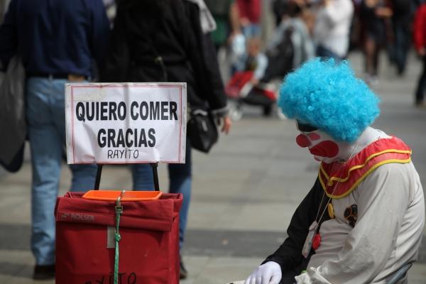 Ein trauriger Clown bettelt in Spanien, über dts Nachrichtenagentur