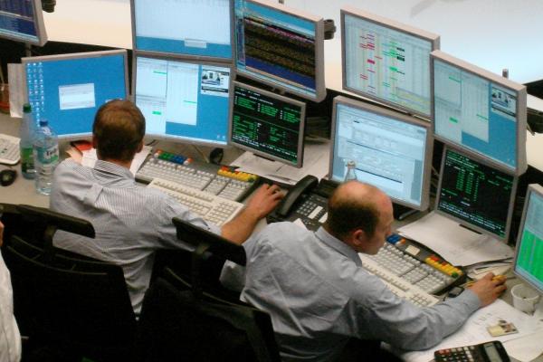 Händler an einer Wertpapierbörse, über dts Nachrichtenagentur